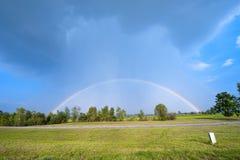 Voller Regenbogen Lizenzfreie Stockfotos