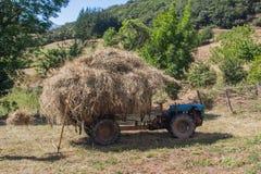 Voller Traktor lizenzfreies stockfoto