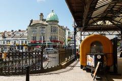 Volleres, Smith- und Turner-Gebäude in Brighton, Vereinigtes Königreich Lizenzfreie Stockbilder