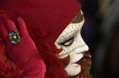Volles dekoratives Kostüm im Venedig-Karneval Lizenzfreie Stockbilder