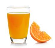 Volles Glas des Orangensaftes und der Orange Stockfotos