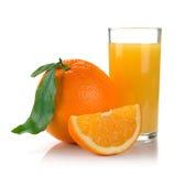 Volles Glas frischer Orangensaft und Frucht Stockbild