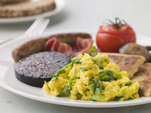 Volles irisches Frühstück mit irischem Soda-Brot Stockfotografie