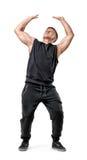 Volles Körperporträt des hübschen jungen Mannes mit Muskeln, der die unsichtbare Wand unter Druck lokalisiert auf weißem Hintergr stockbild