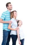 Volles Porträt der glücklichen europäischen Familie mit Kind stockfotografie