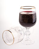 Volles und leeres Glas mit Rotwein Stockfotografie