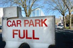 Volles Zeichen des Parkplatzes Lizenzfreies Stockbild