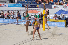 Volley παραλιών Βραζιλιάνων φορείς Taiana Λίμα και Talita Antunes β στοκ εικόνες με δικαίωμα ελεύθερης χρήσης