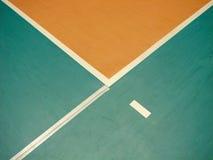 Volleybalfeld und -zeilen Stockbild