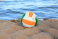 Volleyball auf dem Strand Lizenzfreies Stockbild