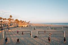 Volleyball auf dem Strand, im Huntington Beach, County, Kalifornien stockfoto