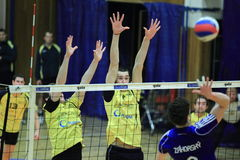 Volleyball - Blocken von Michal Lohr Stockfotos