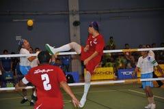 Volleyball de coup-de-pied, takraw de sepak image stock