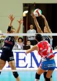 volleyball de décharge d'allumette d'action image libre de droits