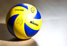 Volleyball de fonctionnaire de Mikasa Photo libre de droits