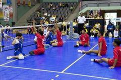 Volleyball de la séance des hommes pour les personnes handicapées photos libres de droits