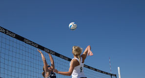 Volleyball de plage Photos stock