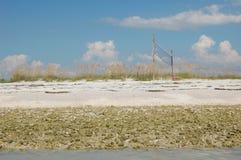 Volleyball durch das Meer Stockbild