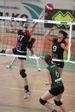 Volleyball - Kampf über dem Netz Lizenzfreies Stockbild