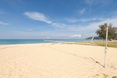 Volleyball netto bij Karon-strand, Phuket Thailand royalty-vrije stock afbeelding