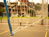 Volleyball netto op zonnige dag royalty-vrije stock fotografie