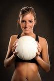 Volleyball-Spieler-Holding-Kugel Lizenzfreies Stockfoto