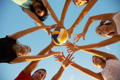 Volleyball sur la plage Photo libre de droits