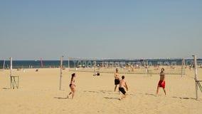 Volleyball sur la plage banque de vidéos
