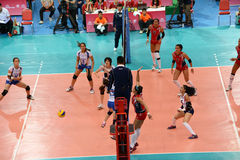 Volleyball WGP: Dominikaner GEGEN Thailand Stockfotos