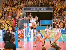 Volleyballaanval in de Ligakampioenen stock fotografie