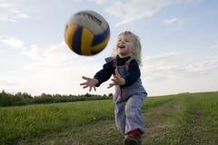 Volleyballer joven Imágenes de archivo libres de regalías