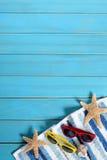 Volleyballkugel auf leerem schönem Strand Lizenzfreies Stockfoto