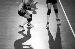 Volleyballspelers in actie De sport van het team royalty-vrije stock foto