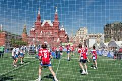Volleyballspiel auf Res-Quadrat Stockbild