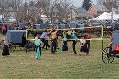 Volleyboll för Amish ungdomlek på fördelauktion Arkivfoto