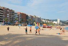 Volleyboll på stranden i Lloret de Mar spain Arkivfoto
