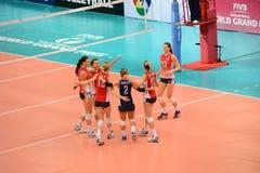 Volleyboll WGP: USA VS thailändskt Arkivbilder