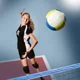 Volleybollflicka arkivfoto