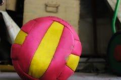 Volleybollfotboll arkivfoton