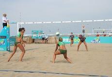 volleybollkvinnor för strand s Fotografering för Bildbyråer