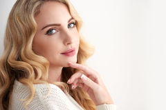 Vollkommene blonde Schönheit Stockfoto