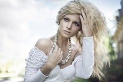 Vollkommene junge Blondine Stockbild
