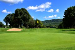 Vollkommener Golfplatz Stockbild