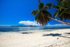 Vollkommener Strand in Seychellen Stockfoto