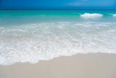 Vollkommener weißer Strand Stockbild