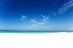 Vollkommener weißer Strand Stockfoto