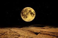 Vollmond über Mars Stockbild