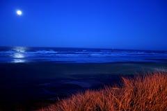 Vollmond über Newport-Strand Lizenzfreies Stockfoto