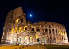 Vollmond der Colosseum-Nachtansicht Lizenzfreies Stockbild