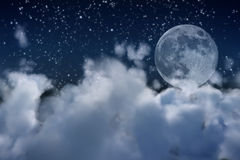 Vollmond und Wolken Stockfotografie